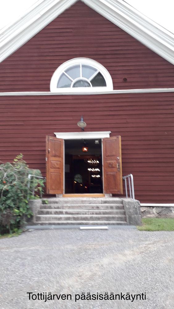 Tottijärven kirkon sisäänkäynti